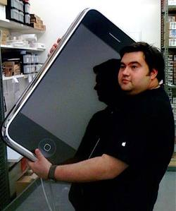 Genius_holding_iphone