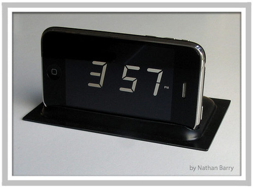 Digital_clock_iphone_stand